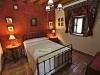 casa-felipe-mitelbrum-habitacion-de-matrimonio-con-cama-antigua-de-hierro-y-bronces